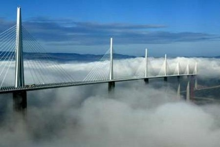 前往觀看 雲端中的大橋 介紹